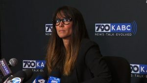 Senador norte-americano é acusado de assédio sexual por jornalista