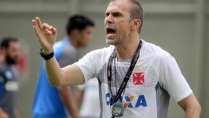 """""""Não ser amigo do Rodrigo é um elogio"""", dispara Milton Mendes"""