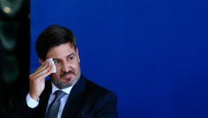 Fernando Segóvia assume mal e dá pano para mangas das desconfianças