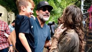 "Jeffrey Dean Morgan diz que filho já desmaiou de medo no set de ""The Walking Dead"""