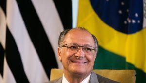 Sem alarde, Alckmin costura alianças para 2018