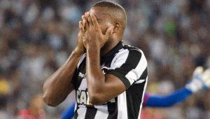 Grupo de torcedores invade Engenhão e Botafogo cancela treinamento neste sábado