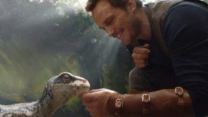 """Chris Pratt faz novo amigo em 1ª cena da sequência de """"Jurassic World"""""""