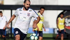 Após se recuperar de grave lesão, Danilo renova com o Corinthians por mais uma temporada