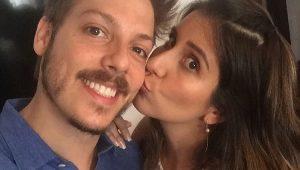 """Fabio Porchat revela casamento com Nataly Mega: """"agora eu sou dois"""""""