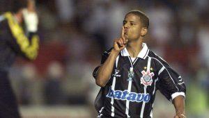 Ronaldo falar que é corintiano é oportunismo, dispara Marcelinho Carioca