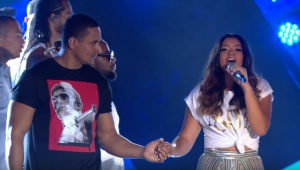 """Filha de Carla Perez e Xanddy solta a voz no novo DVD do """"Harmonia do Samba"""""""