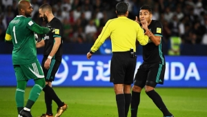 Zidane e jogadores do Real Madrid criticam uso de árbitro de vídeo no Mundial