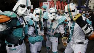 Artista mexicano cria capacetes da NFL inspirados em Star Wars