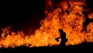 Bombeiros avançam no combate aos incêndios na Califórnia