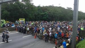 PM usa bomba para impedir tradicional passeio em rodovia, dizem ciclistas