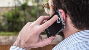 50% dos furtos e roubos de celulares na Avenida Paulista são por desatenção, diz PM