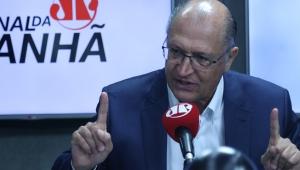 Alckmin diz que é possível vacinar todo o Estado até o fim do semestre