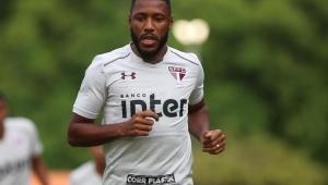São Paulo acerta novo contrato com o volante Jucilei até 2021