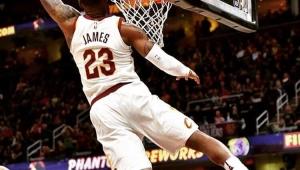 Lebron comanda vitória dos Cavs e continua fazendo história na NBA