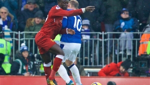 Com pênalti duvidoso, Everton empata com o Liverpool no Inglês