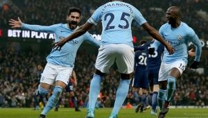 Jesus perde pênalti, mas City vence Tottenham e segue sobrando no Inglês