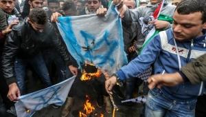 Polícia reprime manifestantes em frente à embaixada dos EUA em Beirute