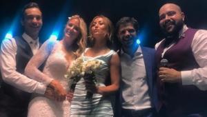 Sabrina Sato pega o buquê no casamento de Ticiane Pinheiro e César Tralli