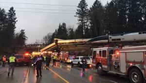 Trem de passageiros descarrila no noroeste dos EUA