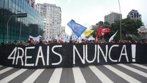Ato contra aumento dos transportes em SP segue para o Largo da Batata