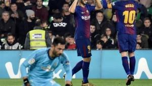 Messi e Suárez brilham, Barça goleia Betis e amplia vantagem na ponta do Espanhol