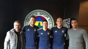 Membros da equipe de Tite observam brasileiros na Turquia