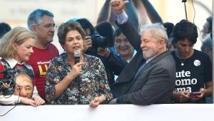 Em Porto Alegre, Dilma diz que Lula está sendo perseguido pela Justiça