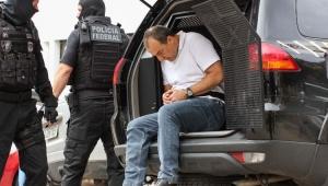 """PF diz que Cabral acorrentado e algemado segue """"protocolo de segurança"""""""
