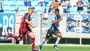 Em casa, Grêmio leva virada e perde jogo de oito gols para o Caxias no Gaúcho