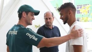 Scarpa se apresenta e treina no Palmeiras em dia de atividade no Allianz Parque
