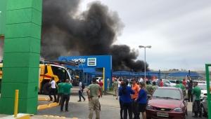 Mais de 40 veículos são atingidos por incêndio em empresa próxima ao aeroporto de Guarulhos