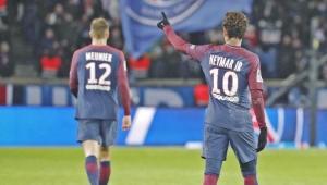 Com dores na coxa, Neymar desfalca PSG contra o Lyon no domingo
