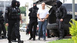 """Moro cobra da PF """"motivo"""" de algemas em mãos e pés de Cabral"""