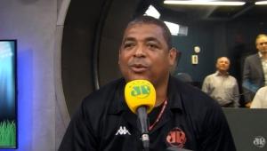 Vampeta é BARRADO em jogo do Corinthians, e narrador reclama!