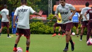 Dorival define time e terá Diego Souza e Cueva como opções no banco