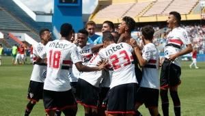 São Paulo bate Inter nos pênaltis em jogo interrompido e vai à final da Copinha