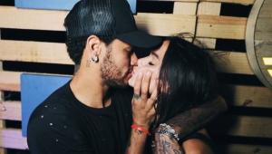Neymar beija Marquezine