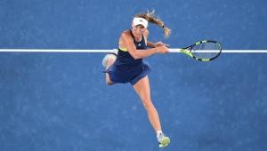 Wozniacki vence holandesa, avança na Austrália e segue na briga pelo nº 1