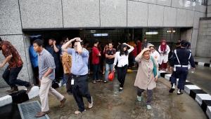Mezanino da Bolsa da Indonésia desaba e deixa ao menos 77 feridos; veja