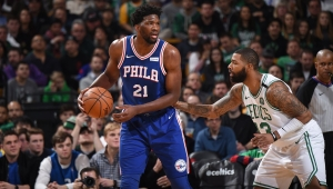 Embiid brilha e 76ers superam Celtics fora de casa na NBA