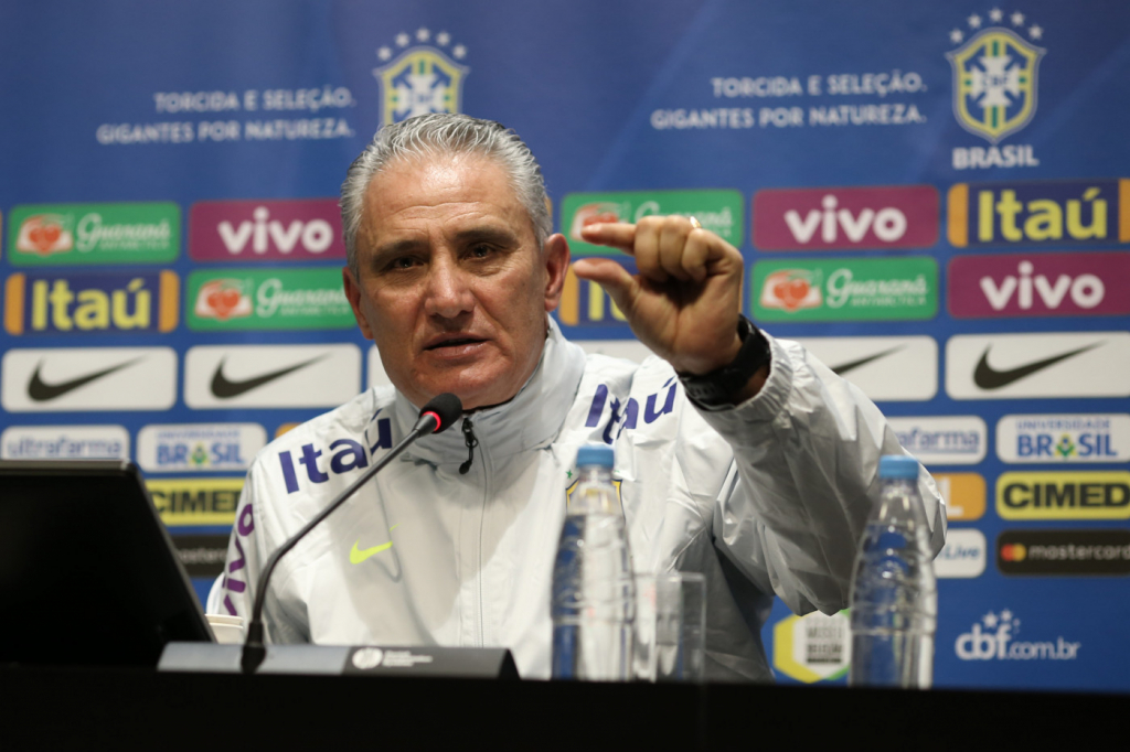Tite sofre insultos dos torcedores nas redes sociais depois de n�o escalar Rodrigo Caio e Gabigol; confira